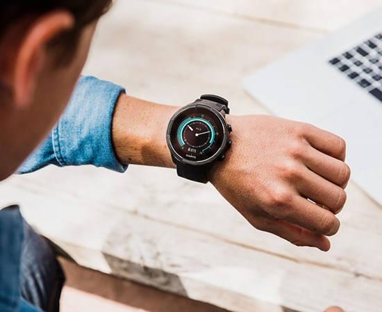 Suunto 9 Baro - świetny multisportowy zegarek z nadgarstkowym pulsometrem Ifot. Suunto)