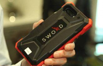 SWORD – etui, które nie tylko chroni smartfon, ale i właściciela. Wykrywa pistolety, noże…