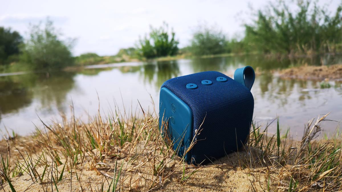Fresh 'n Rebel Rockbox Bold S - test i recenzja wodoszczelnej, grającej kostki