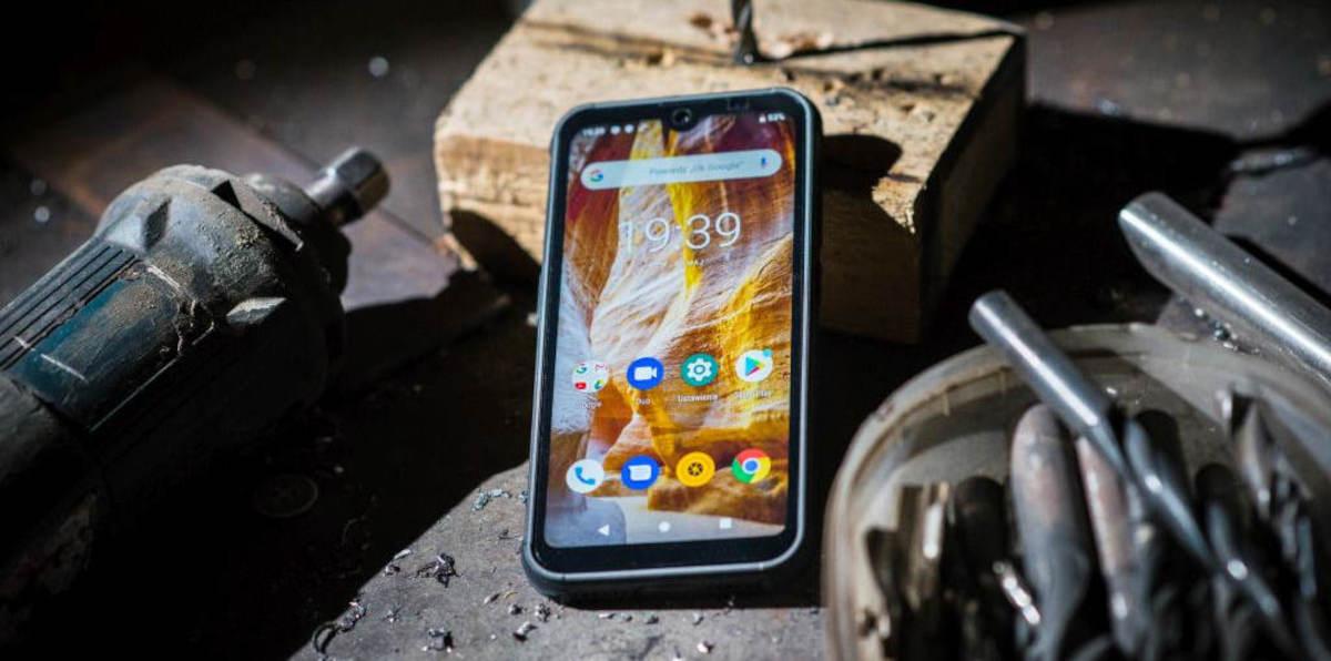 Wzmocniony Maxcom MS572 Smart&Strong: smartfon do pracy i dla aktywnych