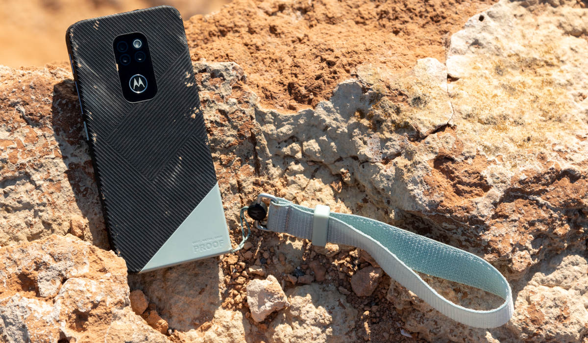 Pamiętacie pancerny smartfon Motorola Defy? Jest jego nowa wersja 2021